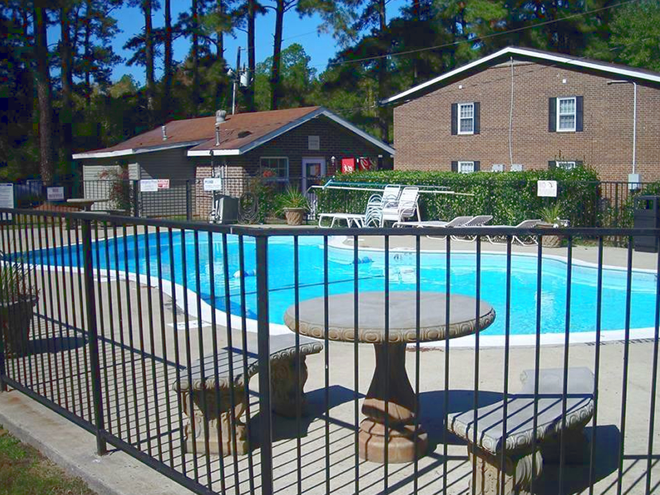 laurinburg-nc-apartment-pool